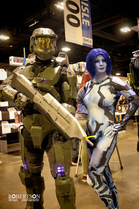Halo cosplay with Master Chief (unknown) and Cortana by @accentkisses
